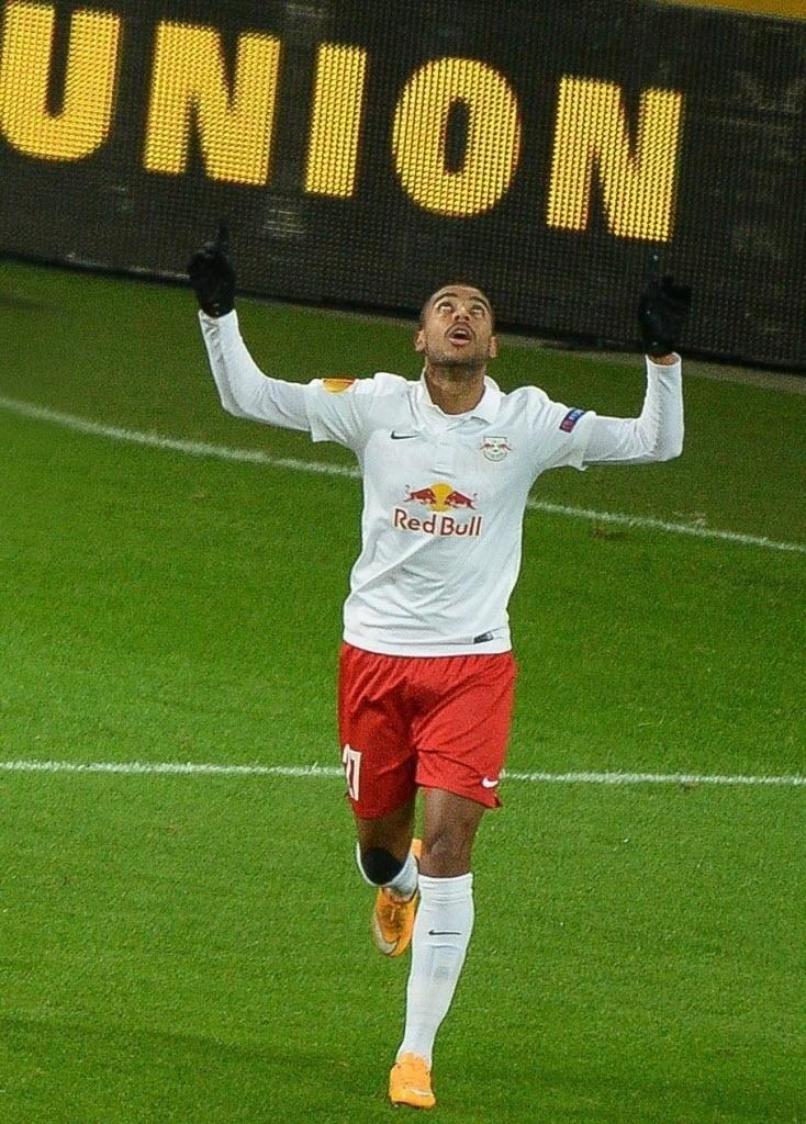 Brasileiro Alan comemora um dos gols do Red Bull Salzburg
