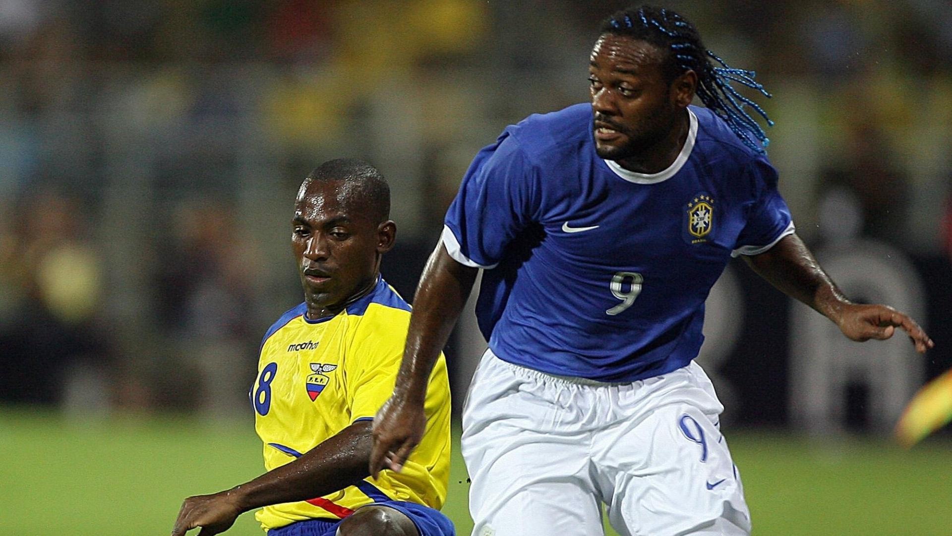Vagner Love, atacante da seleção brasileira, em ação na Copa América de 2007, na Venezuela