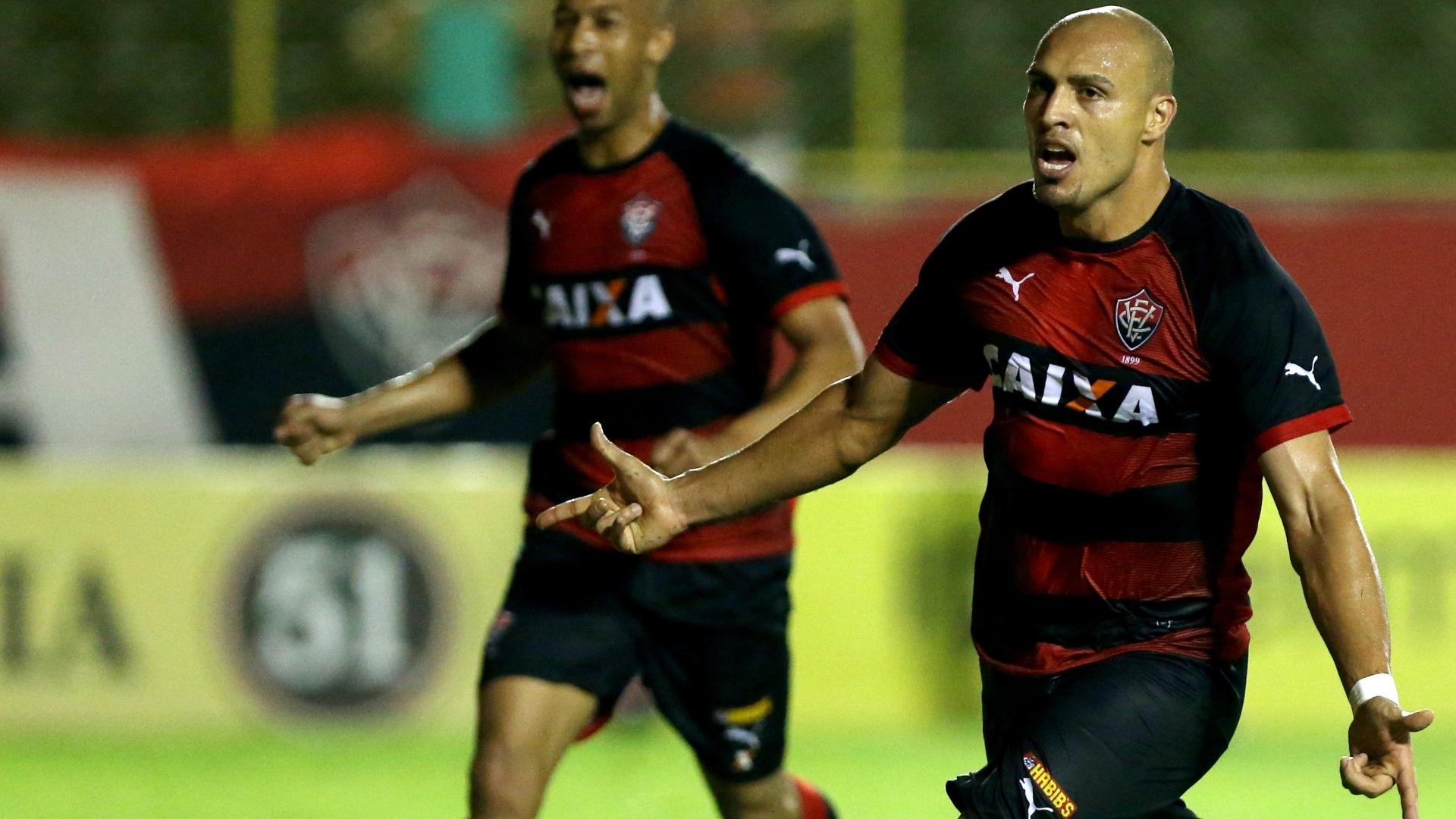 Edno comemora gol do Vitória sobre o Criciúma