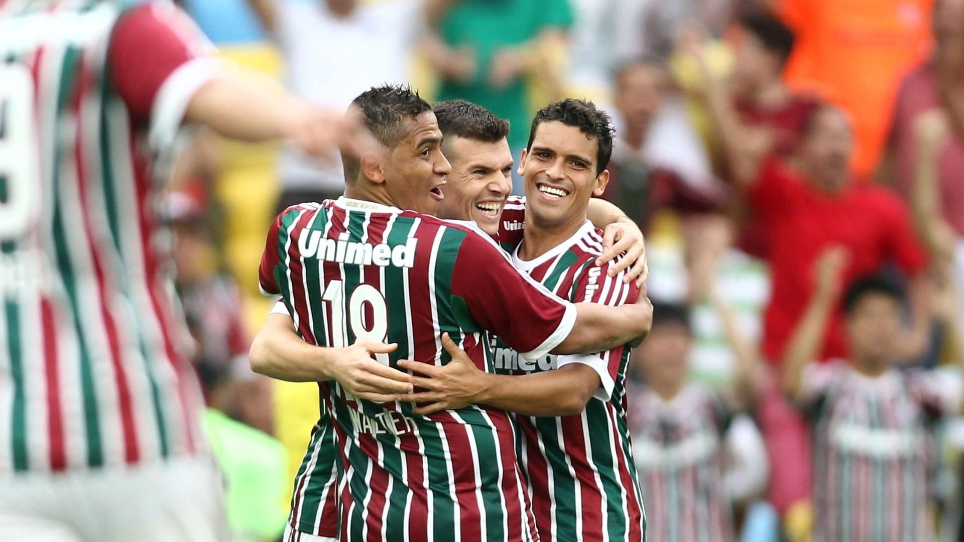 Jogadores do Fluminense comemoram gol de Wagner no Maracanã