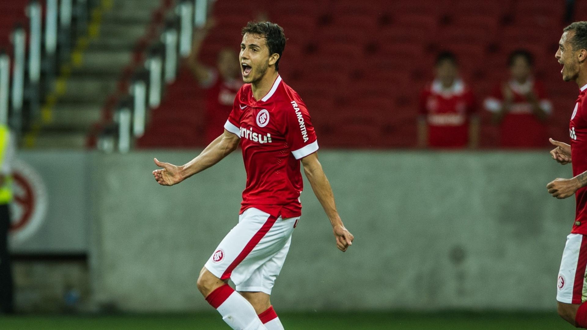 Nilmar comemora gol pelo Inter contra o Bahia