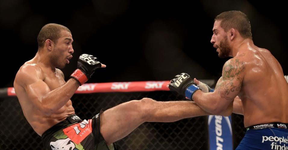 José Aldo fez uma luta nervosa com Chad Mendes no UFC Rio 5, mas venceu por decisão unânime dos jurados e manteve o cinturão dos penas do UFC