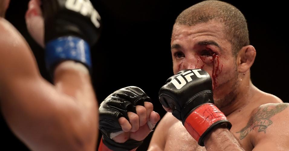 José Aldo fez uma luta nervosa contra Chad Mendes no UFC Rio 5, mas venceu por decisão unânime dos jurados e manteve o cinturão dos penas do UFC