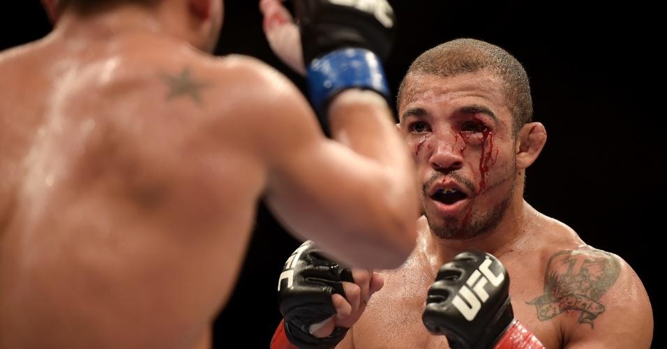 José Aldo ficou desfigurado na luta contra Chad Mendes no UFC Rio 5, mas manteve o cinturão dos penas do UFC