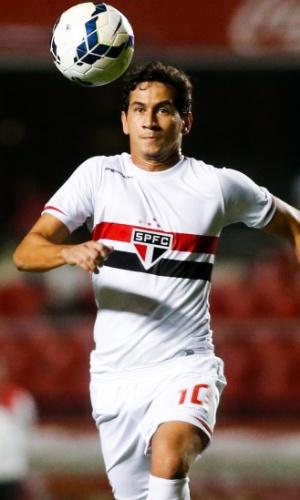 Ganso corre para dominar a bola para o São Paulo na partida contra o Goiás (27.out.2014)