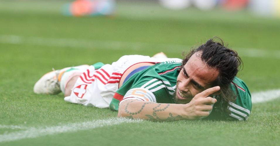 Valdivia sente dores após pancada com Elias no clássico contra o Corinthians