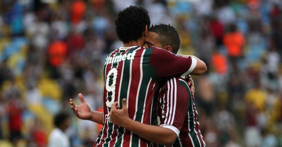 25 out. 2014 - Walter e Fred comemoram gol do Fluminense em jogo contra o Atlético-PR, pelo Brasileirão