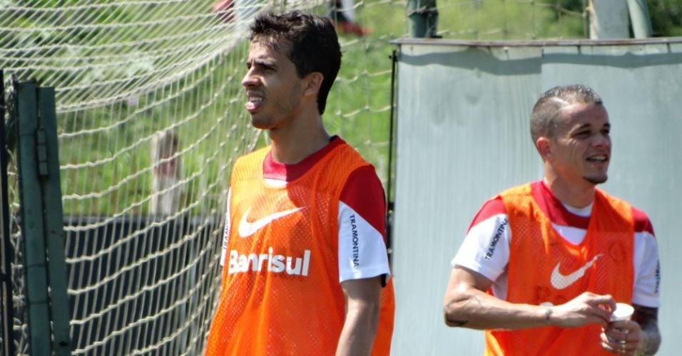 29.out.2014 - Nilmar e D'Alessandro treinam no CT do Internacional