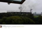 Veículo pega fogo e provoca incêndio dentro do estádio olímpico de Londres