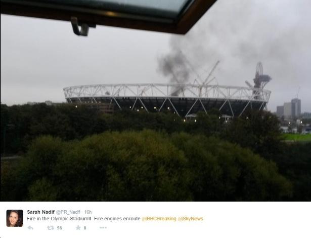 Fumaça preta sai do Estádio Olímpico de Londres - Reprodução/Twitter