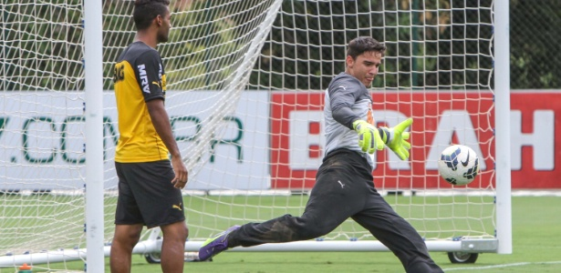 Goleiro Uilson durante treino do Atlético-MG na Cidade do Galo