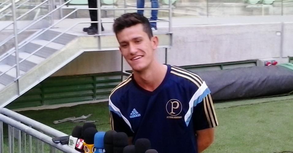 Nathan, de 19 anos e formado na base, se tornou titular da zaga do Palmeiras