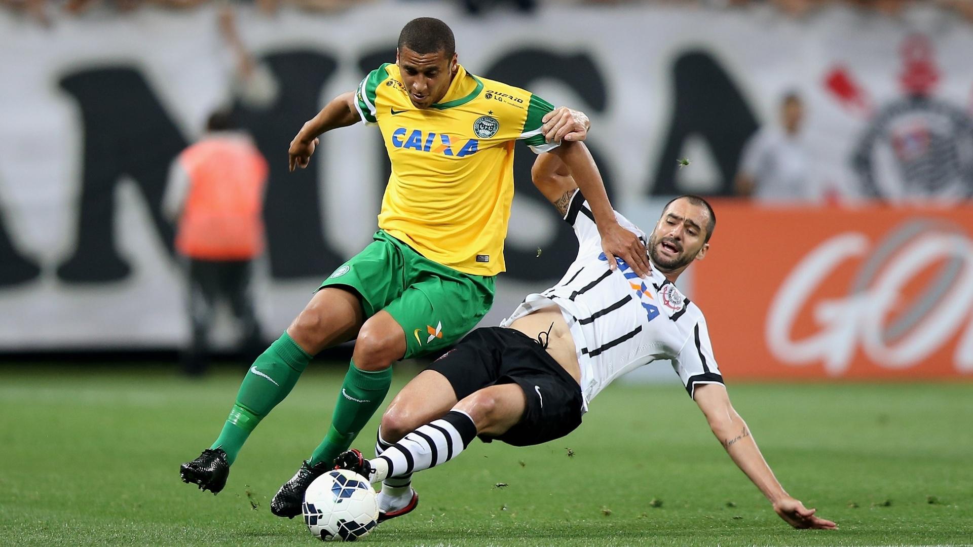 Danilo desarma Welington na partida entre Corinthians e Coritiba pelo Brasileirão