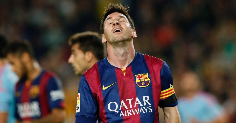 Lionel Messi lamenta chance desperdiçada durante jogo contra o Celta