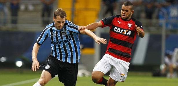 Lucas Coelho atuará no Avaí até o final do ano. Grêmio recebe lateral Lucas Lovat