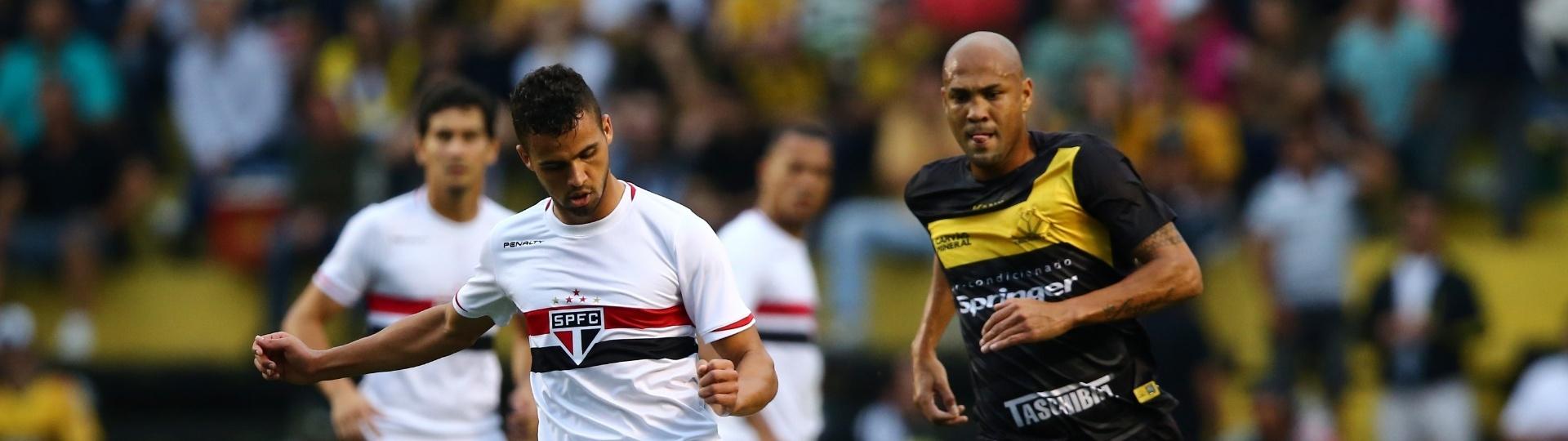 Lucão afasta o perigo da defesa do São Paulo no jogo contra o Criciúma