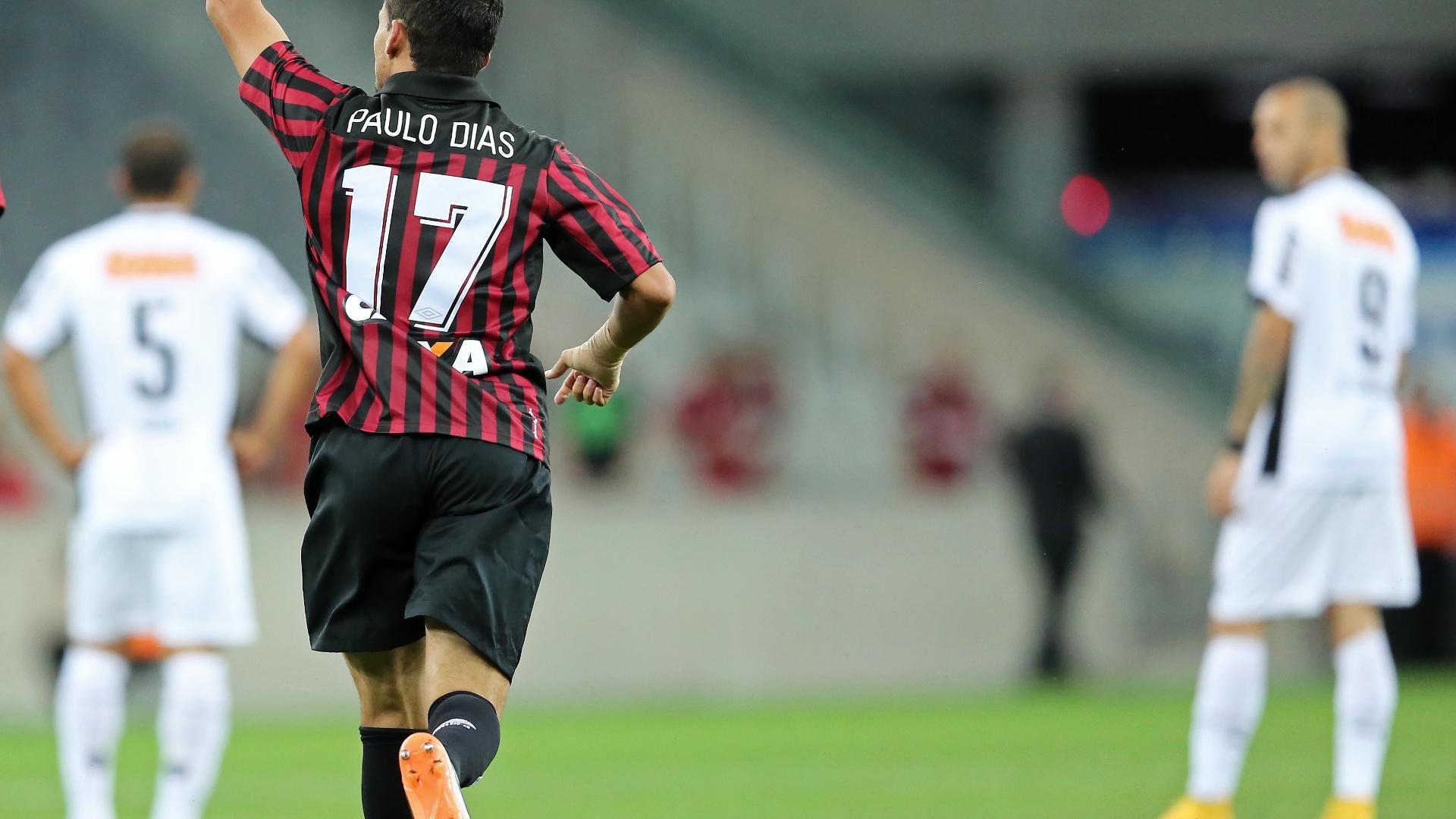 Paulinho Dias comemora gol do Atlético-PR contra o Atlético-MG