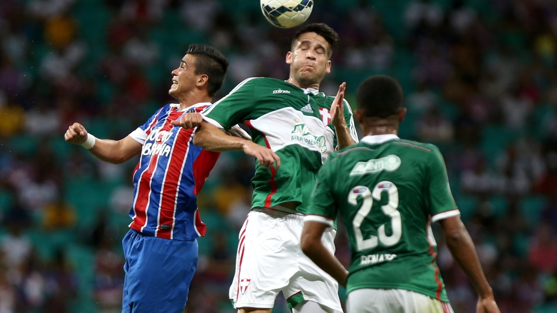 Tobio afasta perigo da defesa do Palmeiras no jogo contra o Bahia