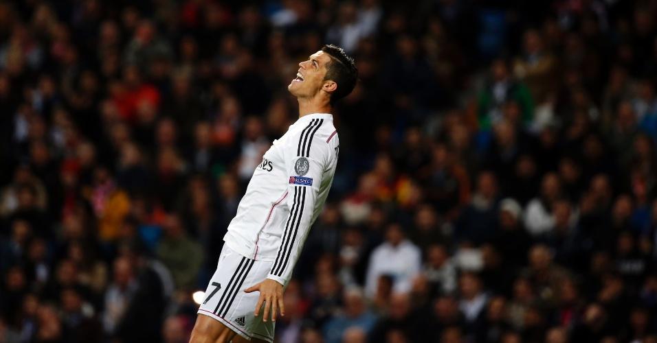 Cristiano Ronaldo, atacante do Real Madrid, se desespera ao perder chance contra o Liverpool, em jogo pela Liga dos Campeões
