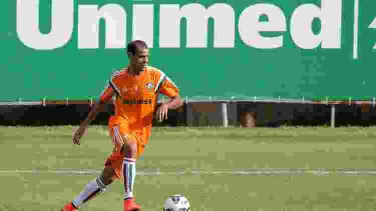 04 out. 2014 - Lateral Carlinhos participa de treinamento do Fluminense - Fernando Cazaes/Photocamera - Fernando Cazaes/Photocamera