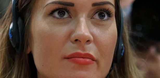 Emma Rhys-Jones, noiva de Bale, foi para Cardiff consolar a irmã