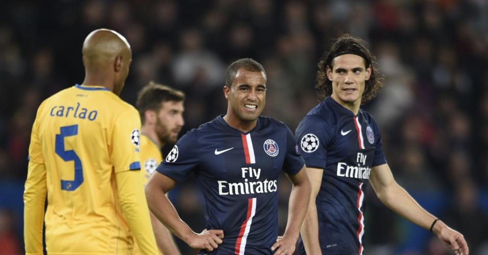 Lucas (centro) faz careta durante jogo do PSG na Liga dos Campeões