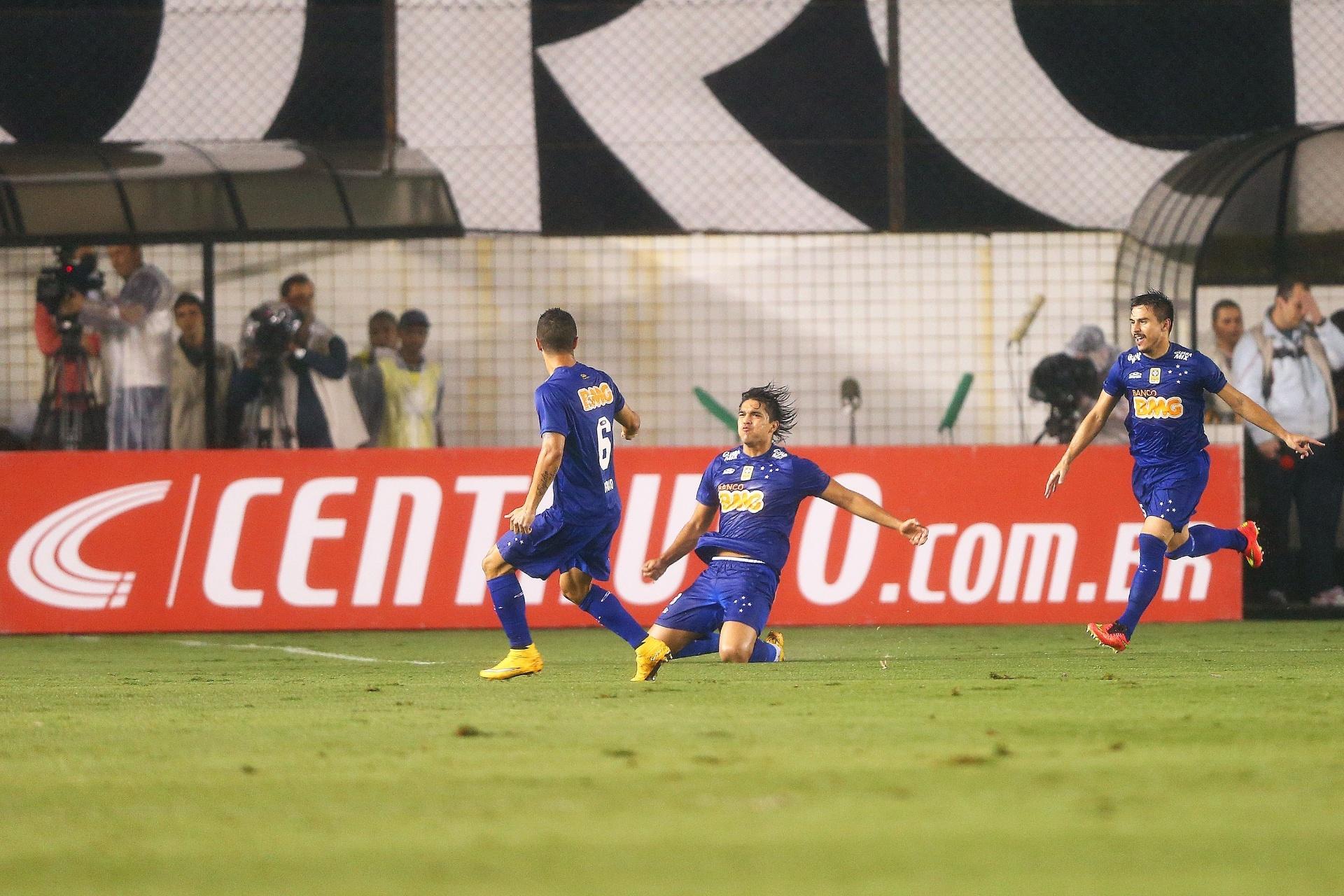 Jogadores caros e problemáticos têm mercado restrito no Brasil - 27 12 2014  - UOL Esporte 0d3ec9c1af0fb