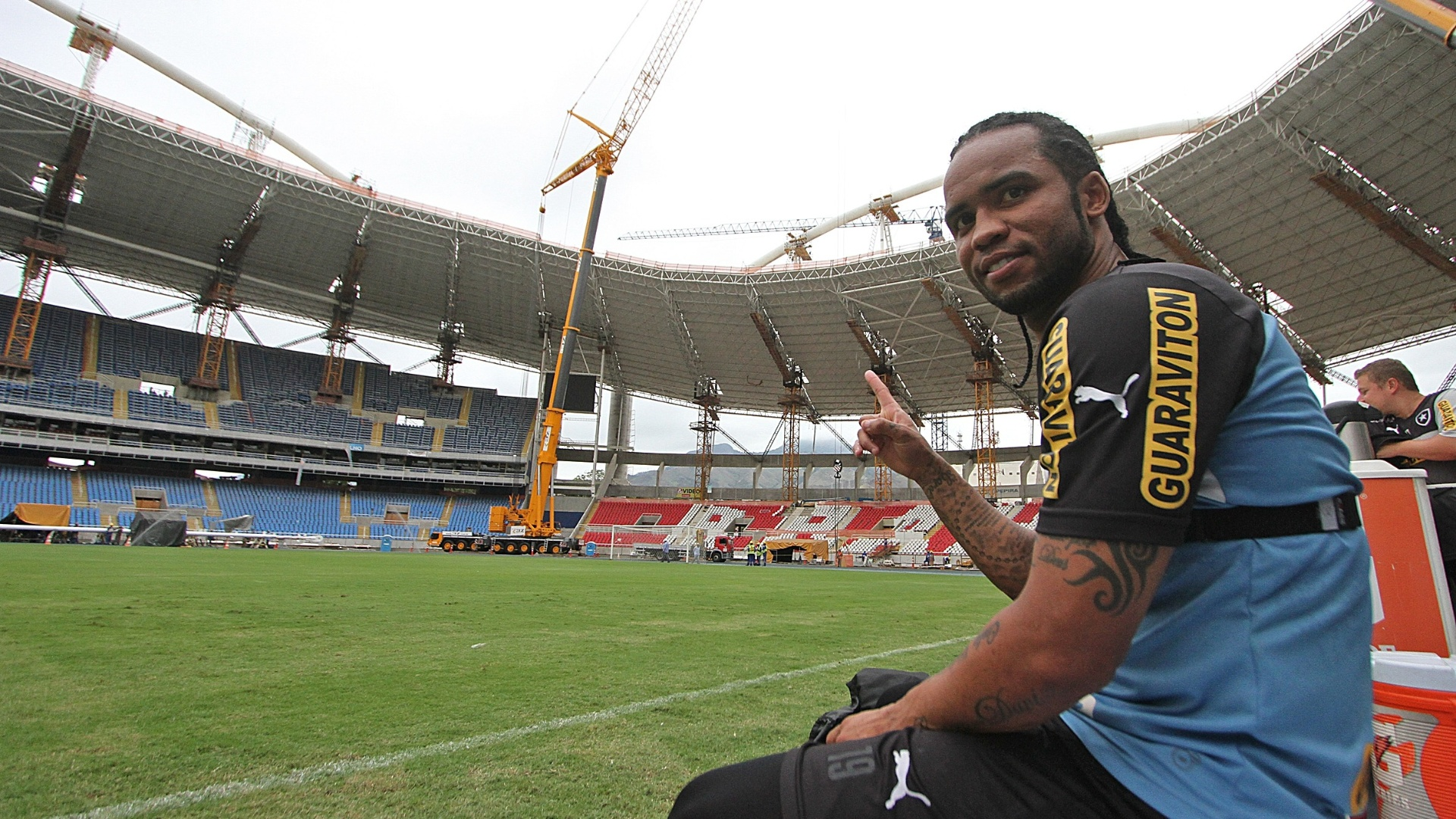 Carlos Alberto durante o treinamento do Botafogo no campo principal do Engenhao, após dois anos