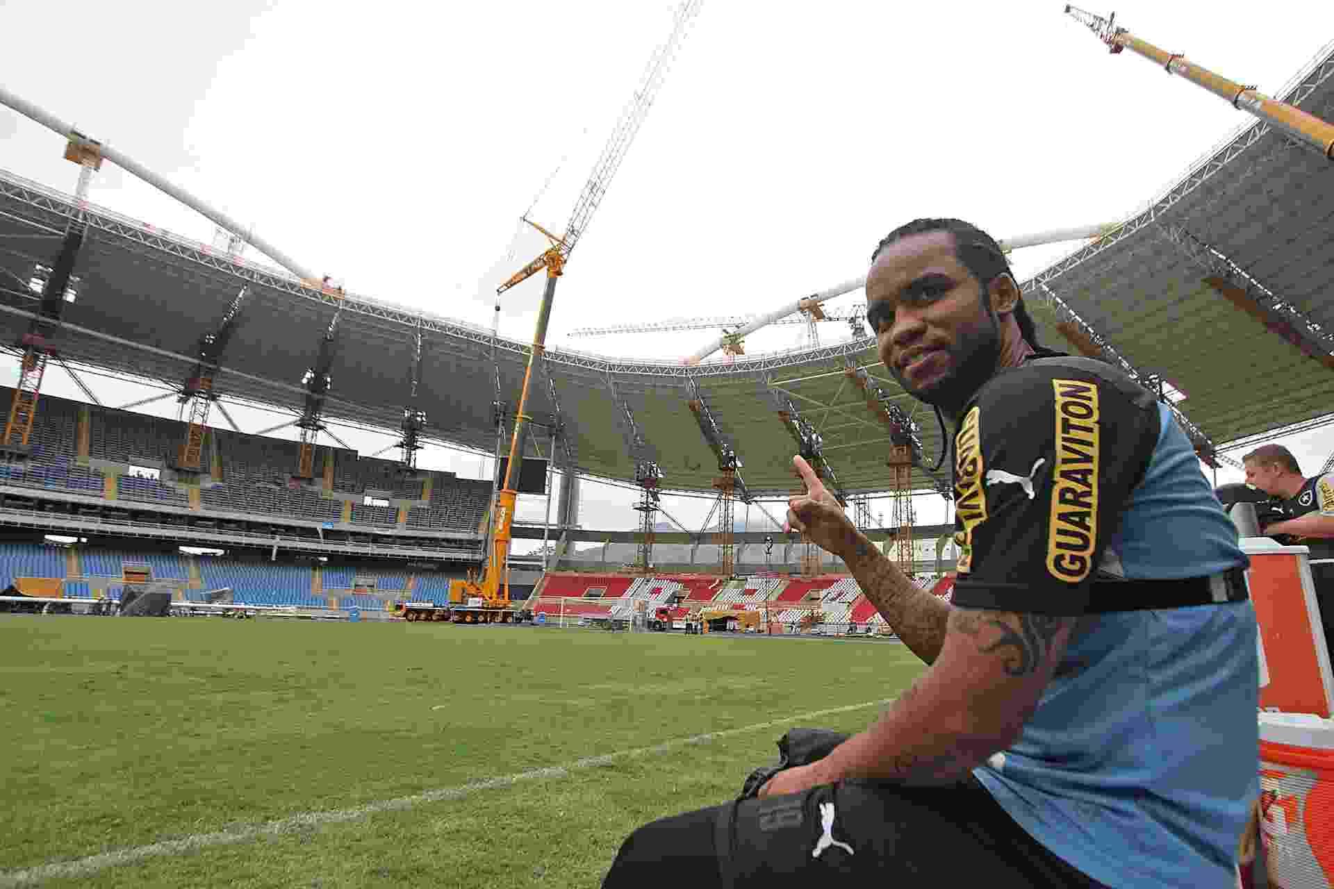 Carlos Alberto durante o treinamento do Botafogo no campo principal do Engenhao, após dois anos - Vitor Silva/SSPress