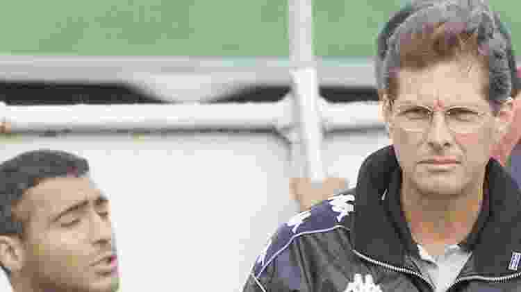 Romário conversa com o técnico Oswaldo de Oliveira no Vasco, em 2000 - Julio César Guimarães / Lancepress - Julio César Guimarães / Lancepress