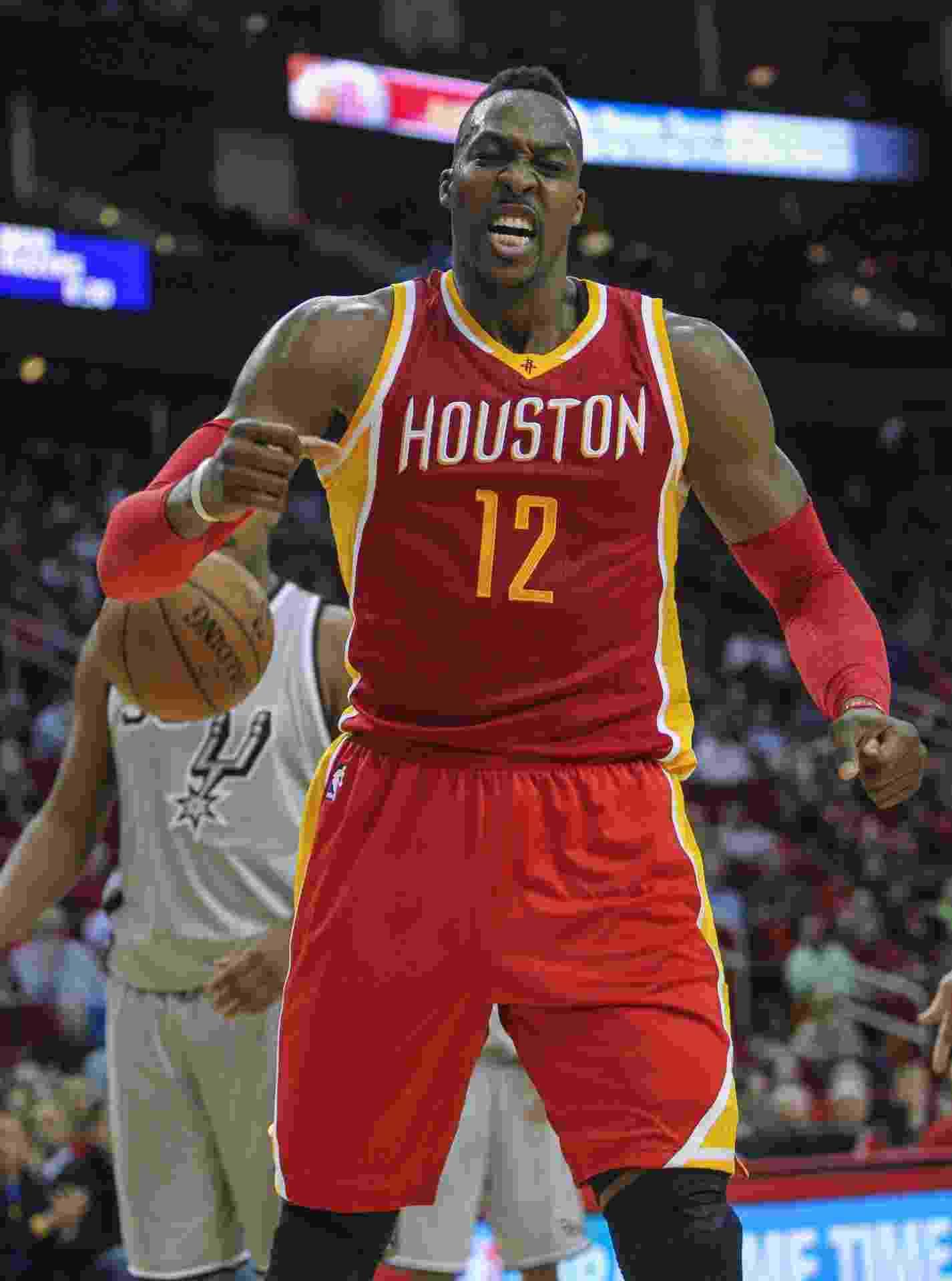 06.nov.2014 - Dwight Howard vibra durante a vitória do Houston Rockets sobre o San Antonio Spurs - undefined
