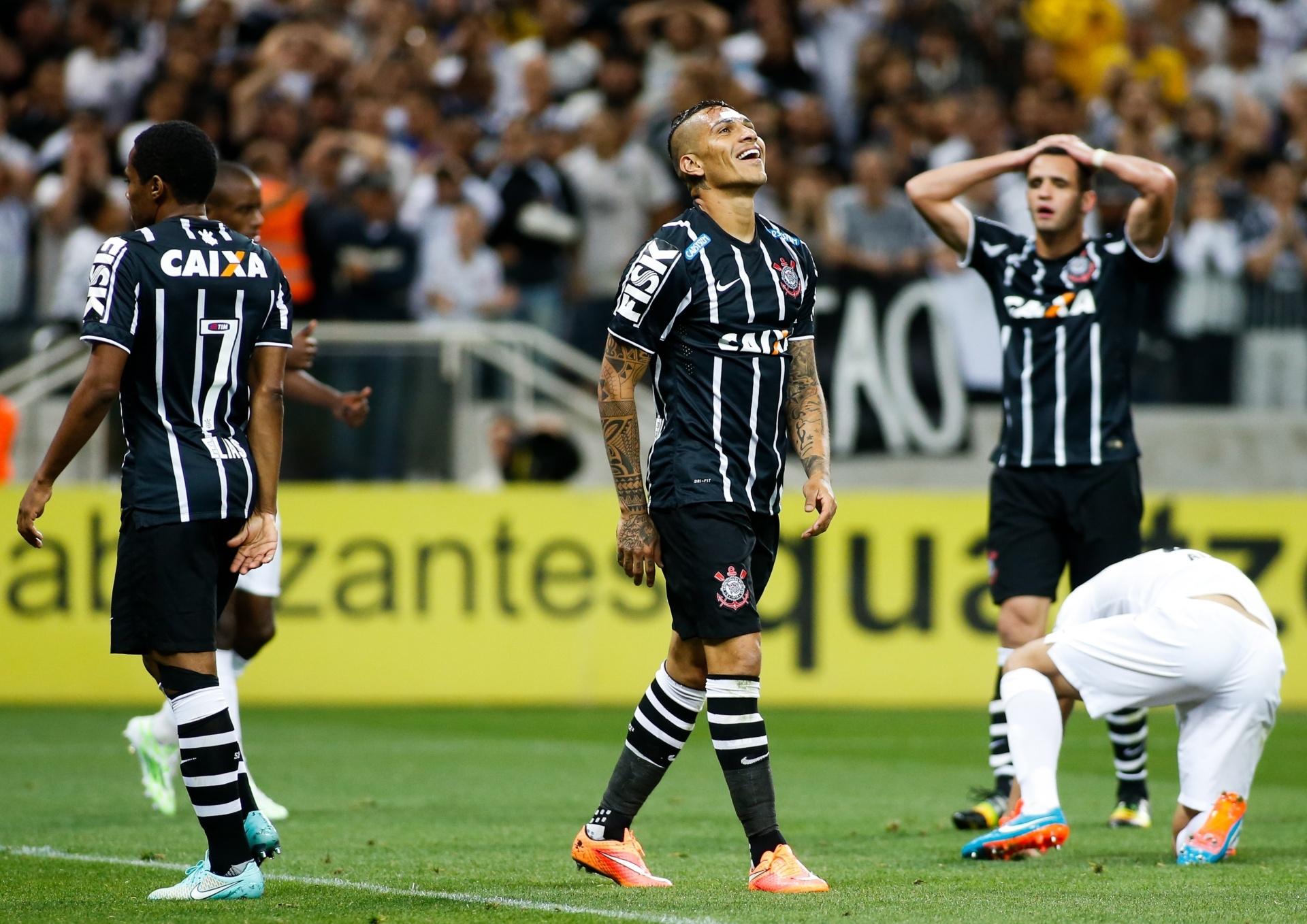 Guerrero diz que venceu até desconfiança dos pais para defender Corinthians  - 03 12 2014 - UOL Esporte 400d68a53e33b