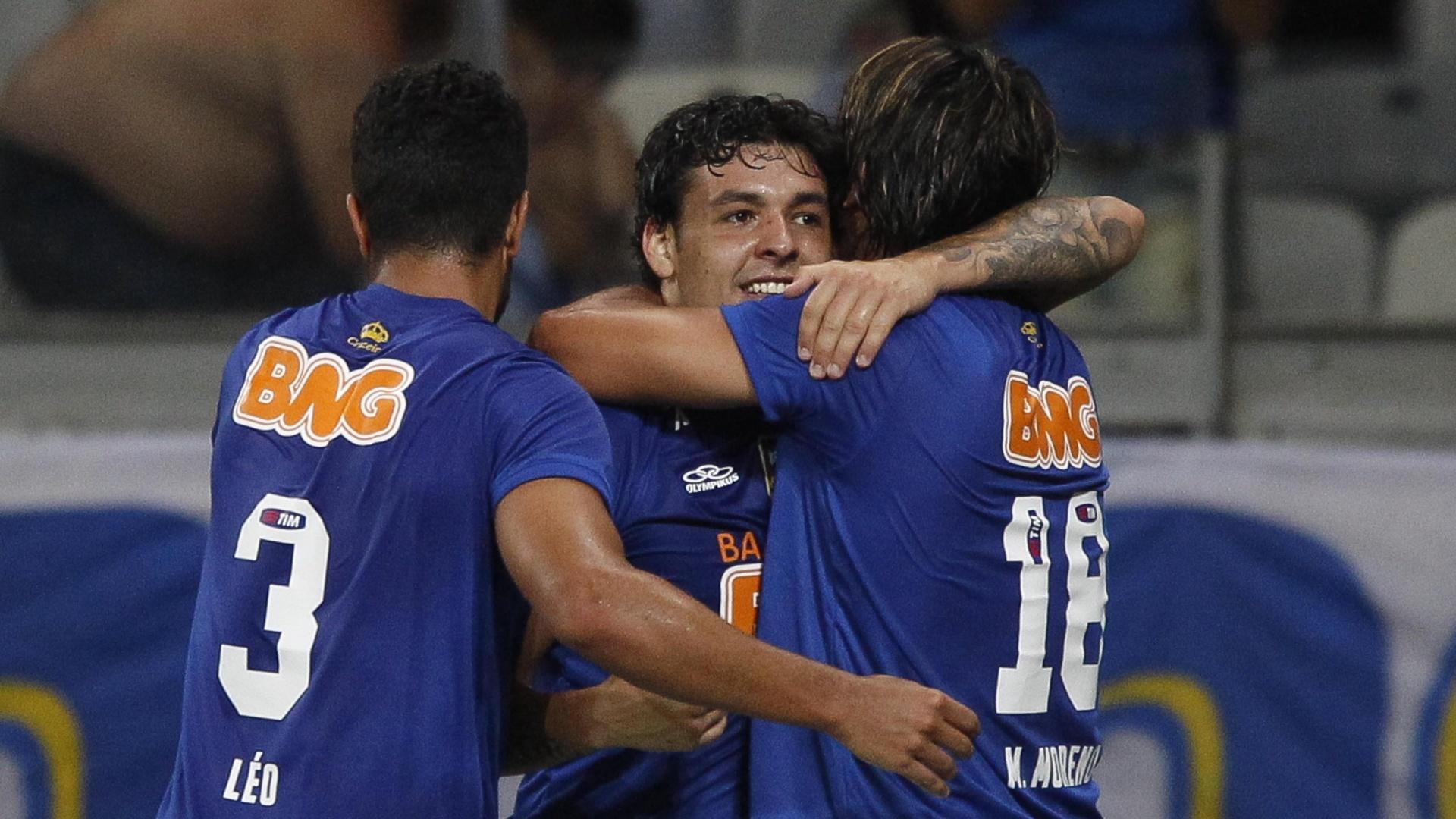 Ricardo Goulart comemora gol com Marcelo Moreno durante Cruzeiro x Criciúma