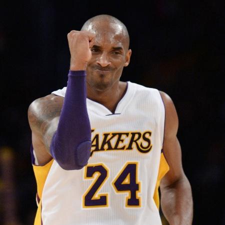 09.nov.2014 - Kobe Bryant vibra ao converter dois pontos para os Lakers na vitória sobre os Hornets - Jayne Kamin-Oncea-USA TODAY