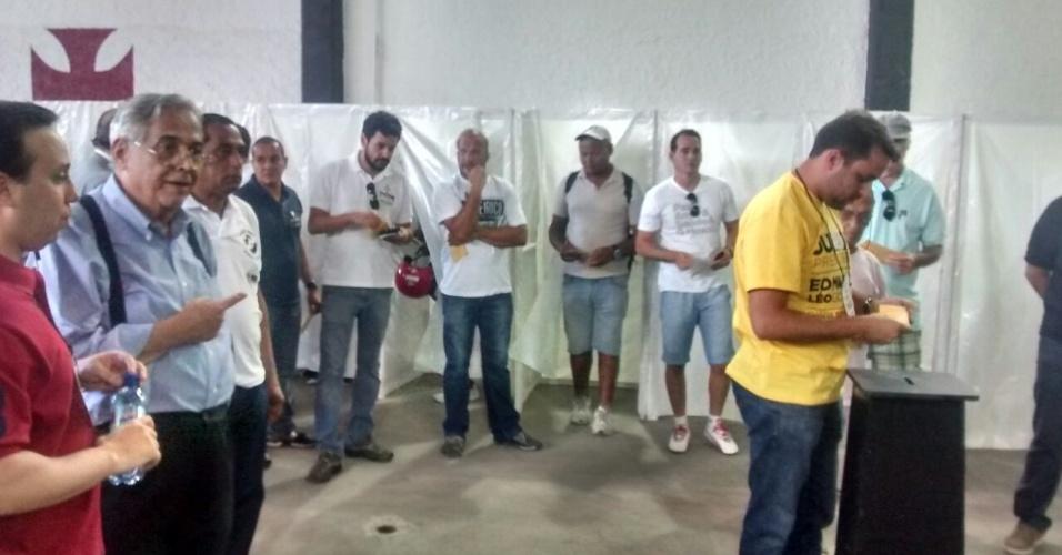 Eurico Miranda provoca adversário político Julio Brant durante eleições para presidência do Vasco