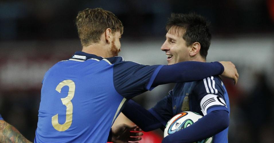 Ansaldi abraça Messi após primeiro gol da Argentina contra a Croácia