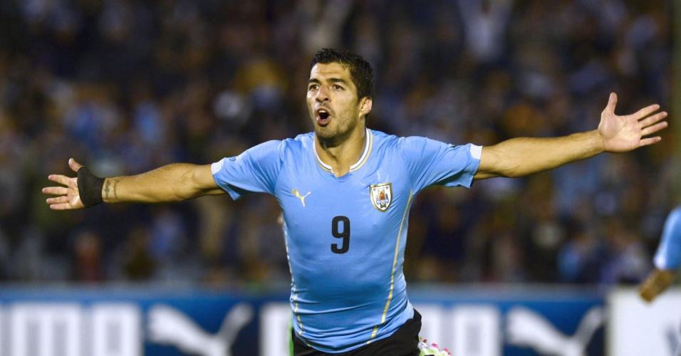 13.nov.2014 - Luis Suárez comemora após marcar para o Uruguai no amistoso contra a Costa Rica