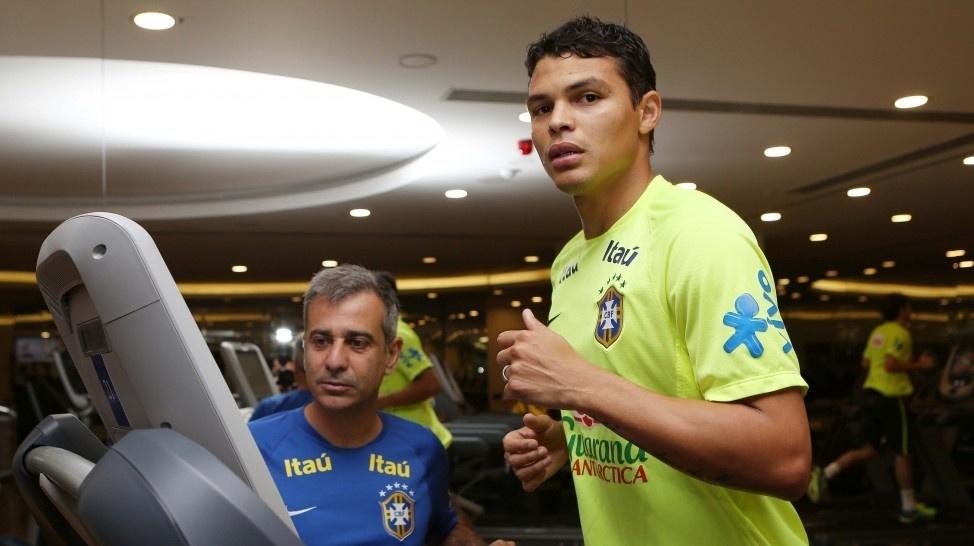 13.nov.2014 - Thiago Silva treina na academia do hotel em que a seleção brasileira está hospedada em Istambul