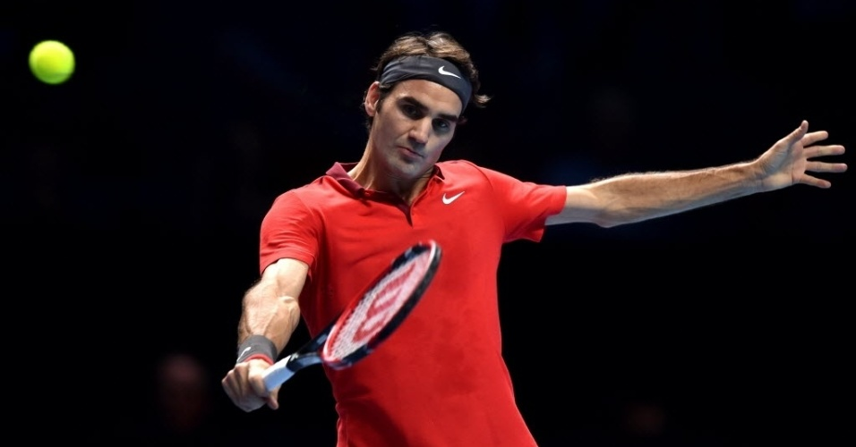 Roger Federer tenta slice no duelo com Andy Murray