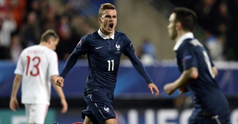 Griezmann comemora o gol de empate da França contra a Albânia em Rennes