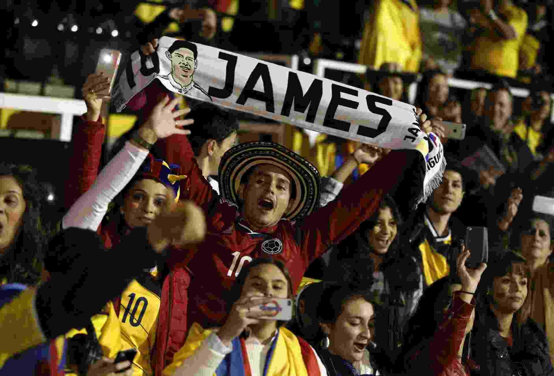 Torcida exalta James Rodríguez na partida entre Colômbia e Estados Unidos em - AFP PHOTO /ADRIAN DENNIS