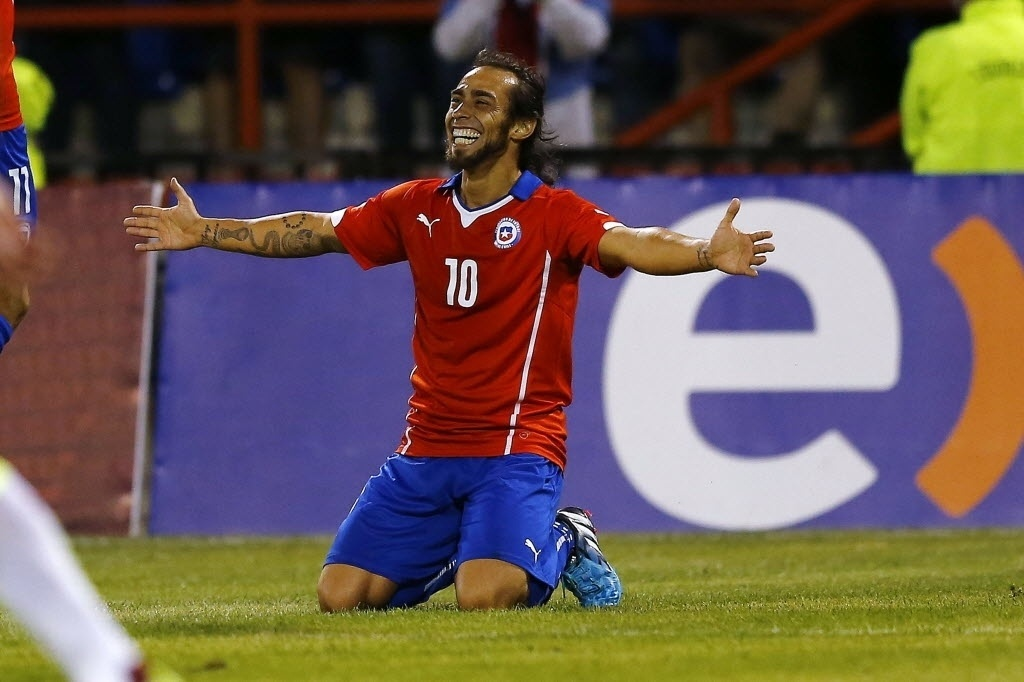 Valdivia celebra o segundo gol do Chile sobre a Venezuela