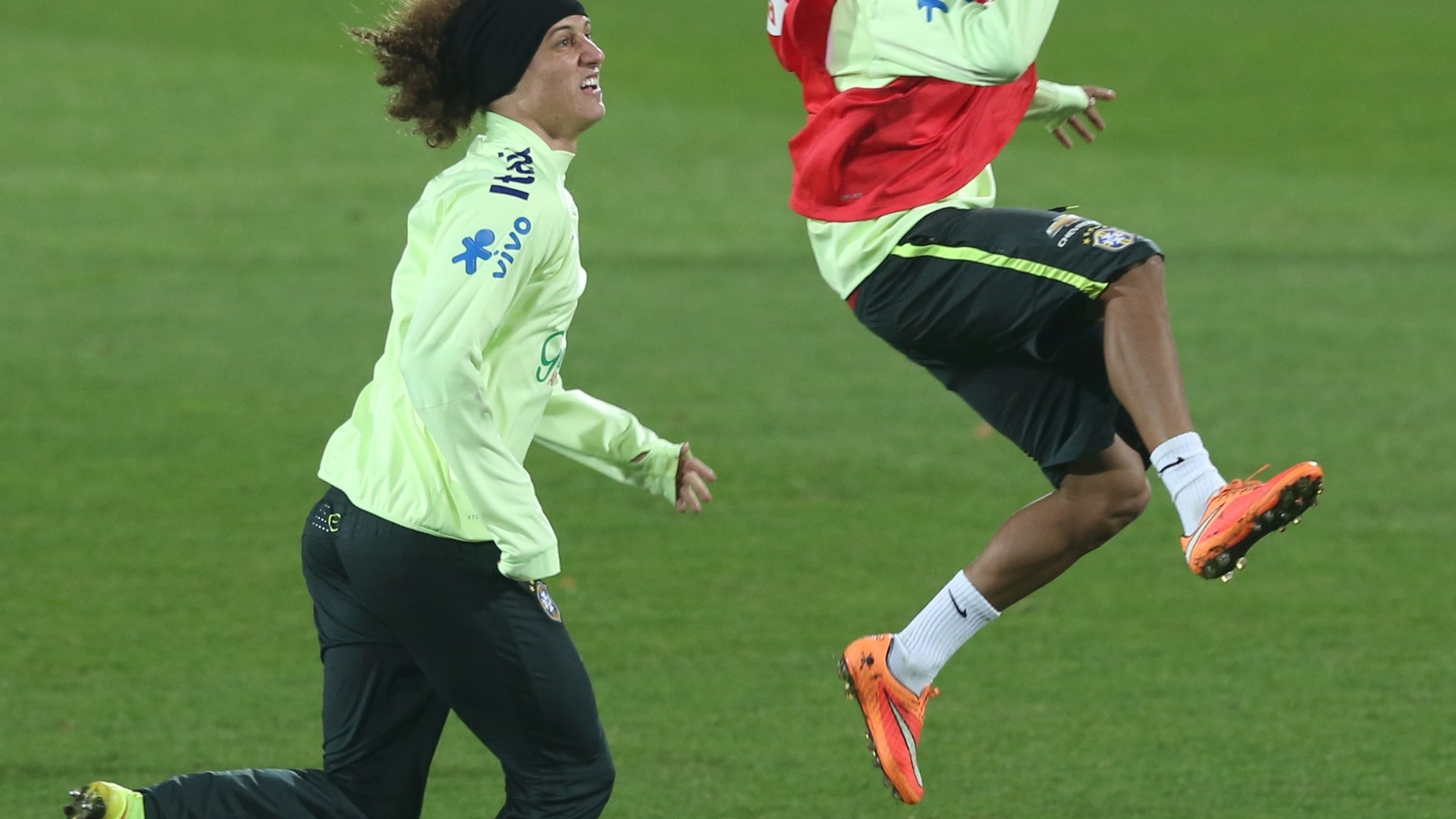 David Luiz e Neymar durante treino do Brasil na Áustria