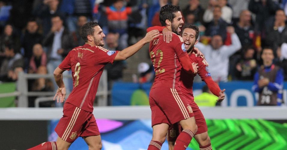 No jogo Espanha x Belarus, Isco abre o placar para os espanhóis