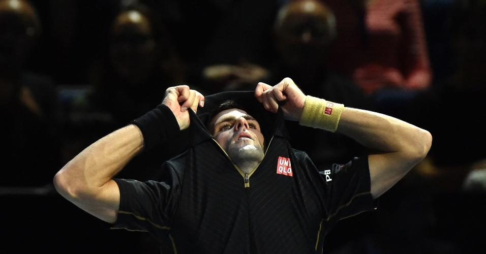 Novak Djokovic lamenta erro cometido na vitória contra Kei Nishikori, que o colocou na decisão das Finais da ATP