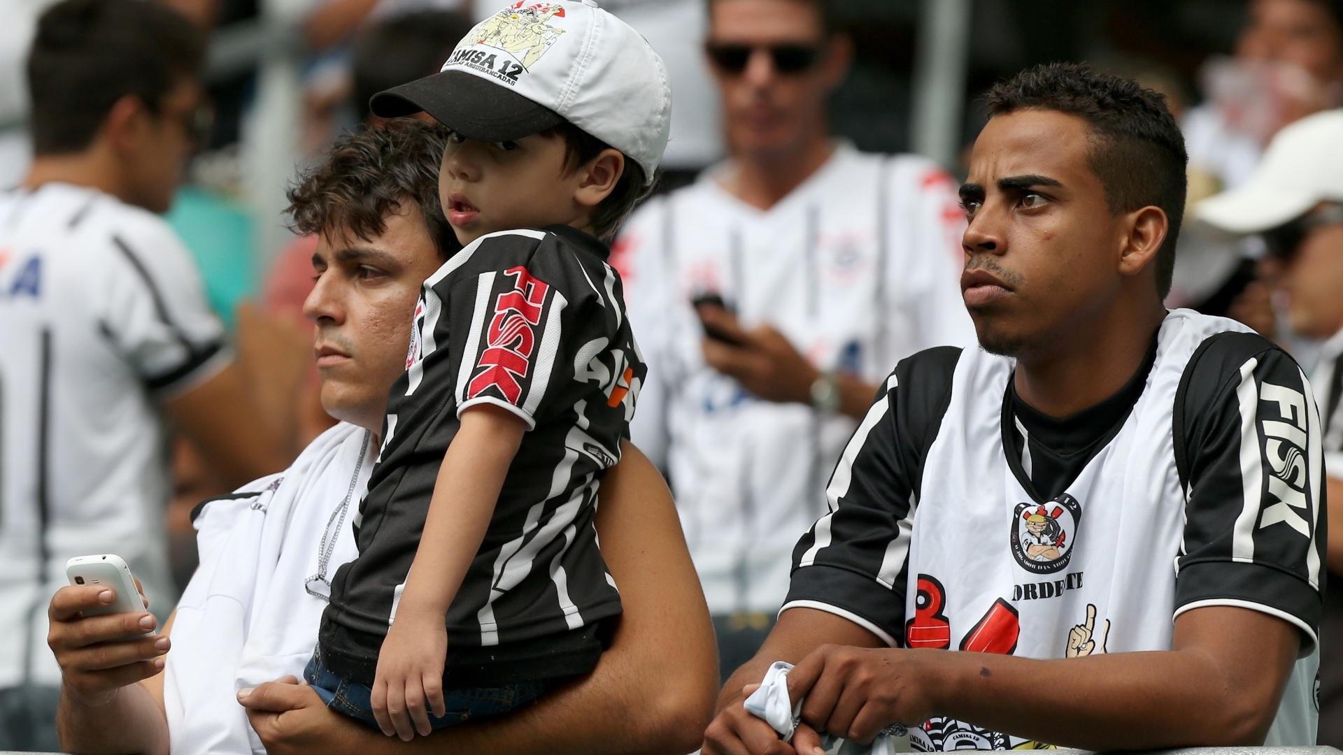 Corintianos aguardam início de jogo com o Bahia pela 34ª rodada do Brasileirão
