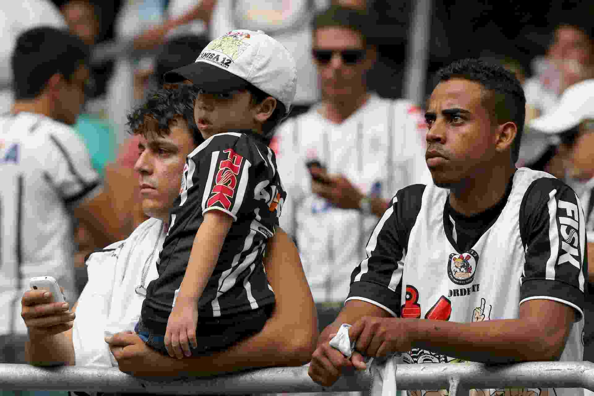 Corintianos aguardam início de jogo com o Bahia pela 34ª rodada do Brasileirão - Felipe Oliveira/Getty Images