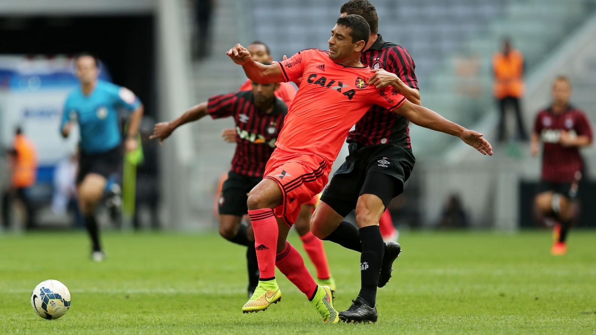 Diego Souza, do Sport, é marcado por rival do Atlético