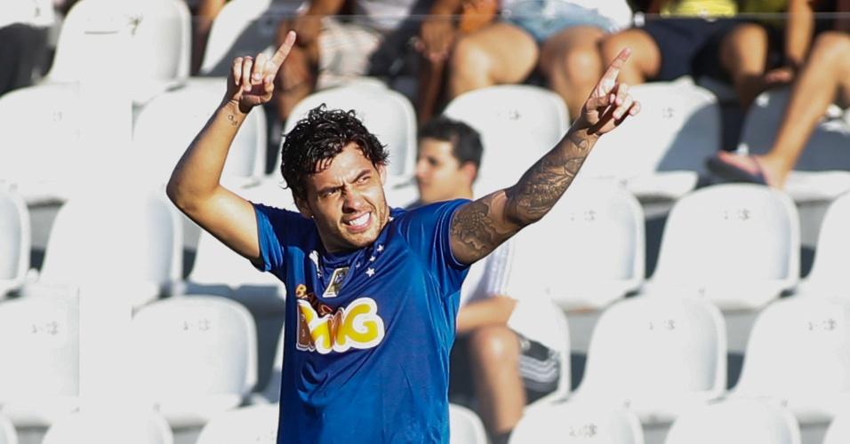 Ricardo Goulart comemora gol do Cruzeiro contra o Santos