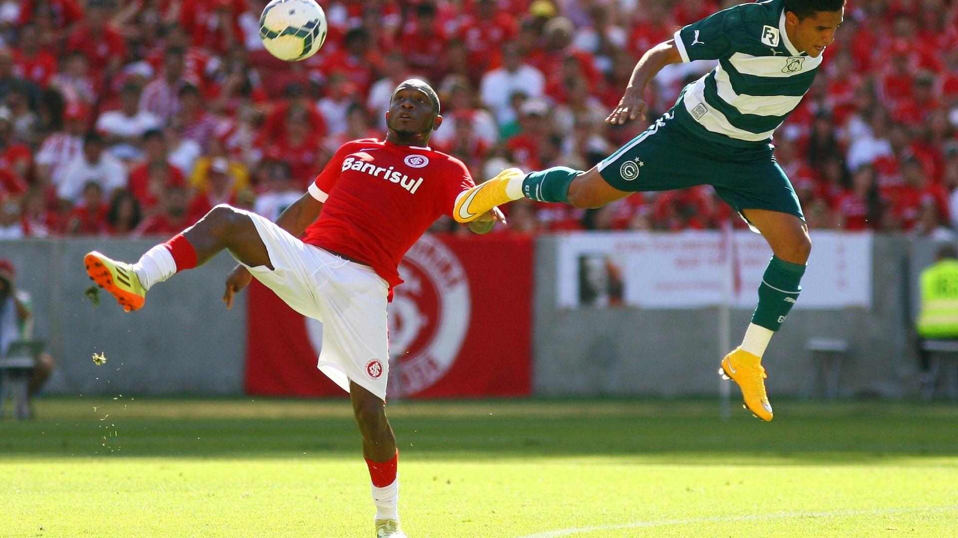 Williams desloca jogador do Goiás em jogo do Inter pelo Brasileirão